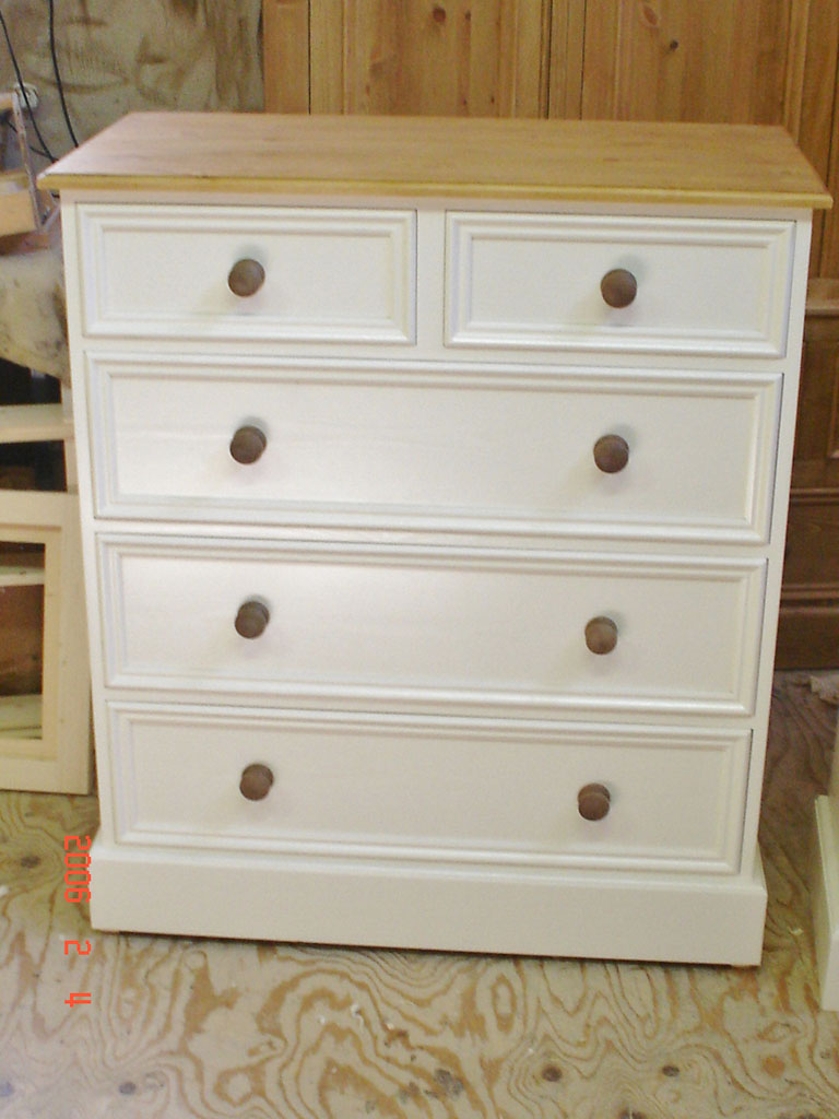 Deanery Heritage 2/4 Chest with Wax Pine Top and Knobs