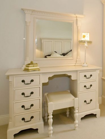 Deanery Georgian Dressing Table with Mirror