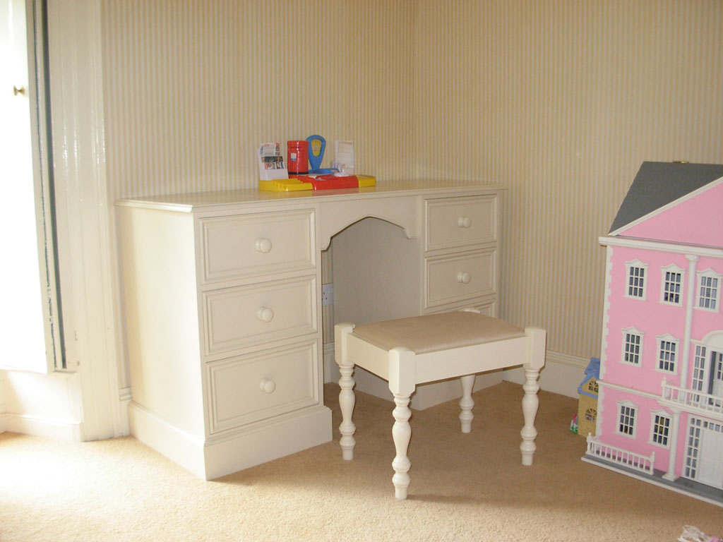Deanery Heritage 6 Drawer Dressing Table with hand-painted finish