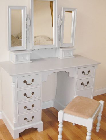 Deanery Georgian Dressing Table with 3 Bay Mirror