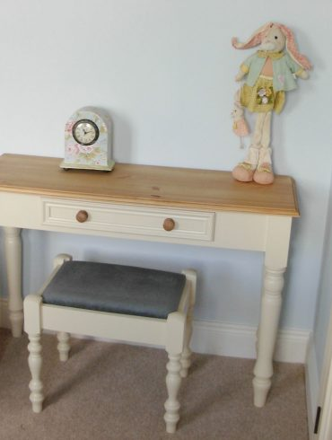 Deanery Heritage Dressing Table with Wax Pine Top and Knopb
