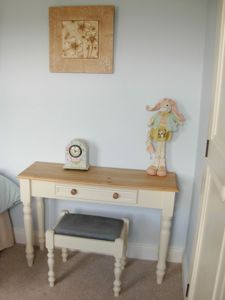 Kingston Pine Top Dressing Table with hand-painted finish