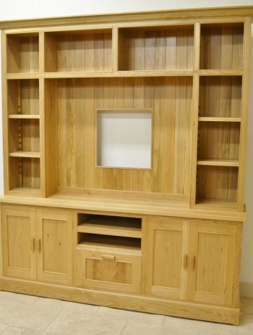 Deanery Woodford Large Oak TV/Media Display Unit