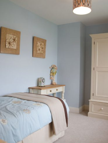 Deanery Heritage 4ft Wardrobe with hand-painted finish