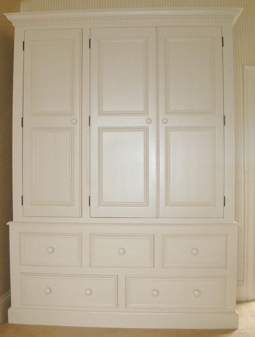 Deanery Heritage 5ft Wardrobe with hand-painted finish