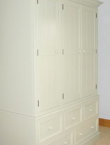 Deanery Heritage 5ft Wardrobe with Tongue & Grooved Door Panelling