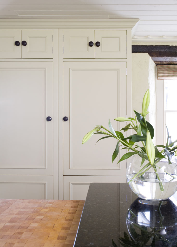 Neptune Chichester Hand-painted Larder with large Oak Knobs